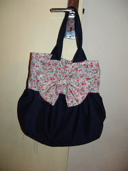 .  Sew a bow bag by needleworking, needlepointing, and sewing Inspired by vintage & retro, clothes & accessories, and anthropologie. Version posted by Ittchelasse. Difficulty: 4/5. Cost: 3/5.