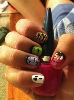 All ur favorite monsters in one :) .  Paint a character nail by nail painting and nail painting with nail varnish. Inspired by monsters and monsters. Creation posted by vanessa. Difficulty: 4/5. Cost: Absolutley free.