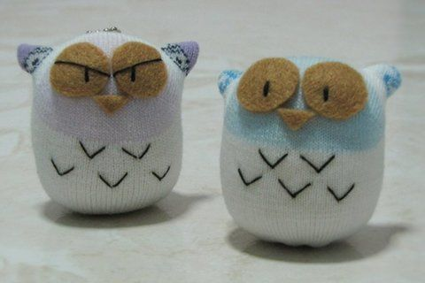 Using a sock to make a doll .  Free tutorial with pictures on how to make a bird plushie in under 30 minutes by sewing with scissors, felt, and needle & thread. Inspired by kawaii, owls, and owls. How To posted by Echo L. Difficulty: Simple. Cost: Absolutley free. Steps: 11