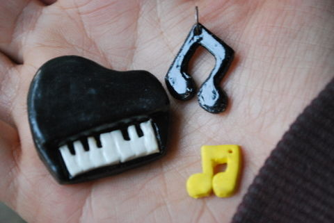 Heres an easy-peasy go on some musically inspired diy! .  Make a clay ring in under 40 minutes by creating, decorating, marbling, jewelrymaking, molding, and decoupaging with jump rings, super glue, and fimo. Inspired by music & bands, katy perry, and rihanna. Creation posted by Aakriti C. Difficulty: Simple. Cost: Absolutley free.
