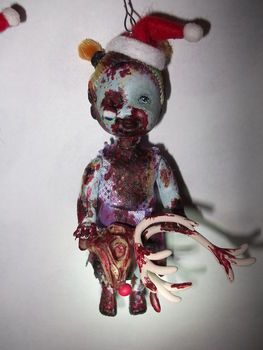 Gurrr.. argh,,,,  .  Free tutorial with pictures on how to make a Christmas decoration in 22 steps by creating, decorating, embellishing, molding, potting, wireworking, felting, and not sewing with scissors, felt, and acrylic paint. Inspired by halloween, gothic, and monsters. How To posted by Jessy. Difficulty: 3/5. Cost: 3/5.