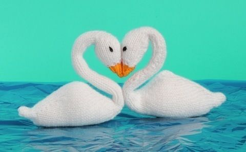 On Our Anniversary  .  Free tutorial with pictures on how to make a swan plushie in 2 steps by knitting with yarn, yarn, and knitting needles. Inspired by valentine's day and birds. How To posted by Anova. Difficulty: 3/5. Cost: Cheap.