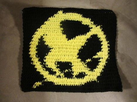A fun way to show off your Hunger Games love! .  Stitch a knit or crochet bag by crocheting with yarn, yarn, and patience. Inspired by clothes & accessories. Creation posted by Rowan. Difficulty: 3/5. Cost: Cheap.