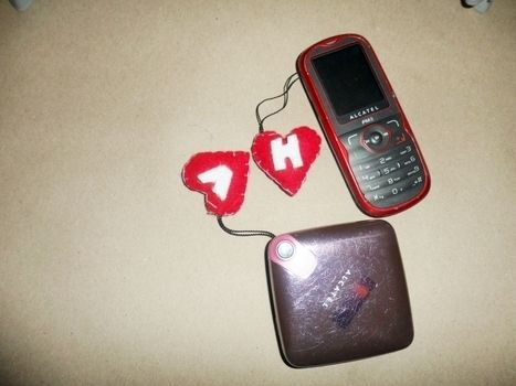 For a friend or your love .  Make a charm / keyring in under 20 minutes by sewing with felt, felt, and thread. Inspired by valentine's day. Creation posted by Viriie A. Difficulty: Easy. Cost: Absolutley free.