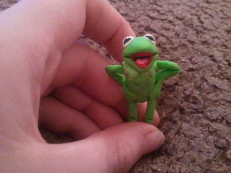 I know Im a muppet but dont look at me, look at the frog.  .  Sculpt a clay frog in under 60 minutes using polymer clay. Creation posted by Hdoddles . Difficulty: 4/5. Cost: Absolutley free.