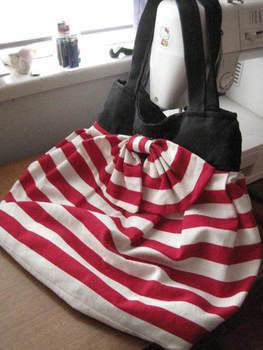 .  Sew a pleated tote in under 60 minutes by sewing Inspired by nautical, clothes & accessories, and sailor. Version posted by Beccasaurus. Difficulty: 3/5. Cost: Absolutley free.