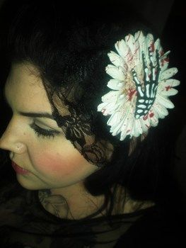 .  Make a toy hair clip in under 60 minutes Inspired by halloween, gothic, and costumes & cosplay. Version posted by Scarlet Begonia. Difficulty: Easy. Cost: Cheap.