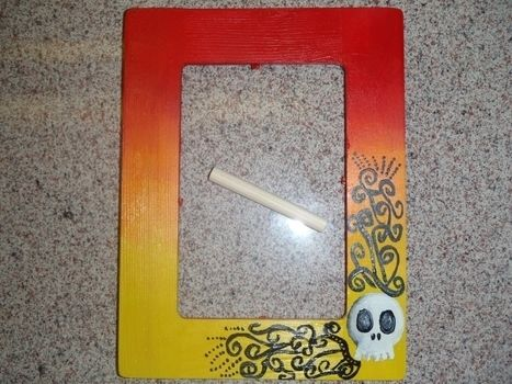 I enjoy painting frames.. .  Paint a painted photo frame by drawing and decorating with paint brush and brush. Inspired by halloween. Creation posted by MoFunAccesories. Difficulty: Easy. Cost: Cheap.