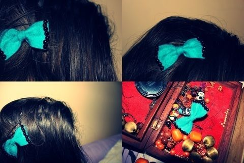 Cute hairbow for your date.. .  Free tutorial with pictures on how to make a hair bow in under 15 minutes by needleworking with fabric, yarn, and hair clips. Inspired by vintage & retro, kawaii, and clothes & accessories. How To posted by Polaaa. Difficulty: Simple. Cost: Cheap. Steps: 15