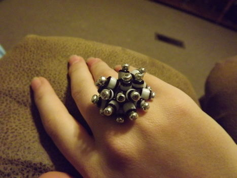 .  Make a cluster ring in under 50 minutes by jewelrymaking Version posted by Jennifer D. Difficulty: 3/5. Cost: 3/5.