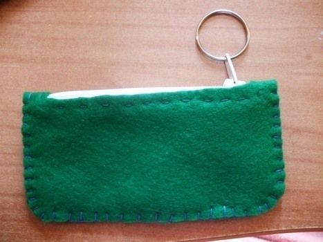 A pouch for your key, with a ring! .  Free tutorial with pictures on how to make a charm / keyring in 14 steps by embroidering and sewing with scissors, felt, and thread. Inspired by kawaii. How To posted by Lima. Difficulty: Simple. Cost: No cost.