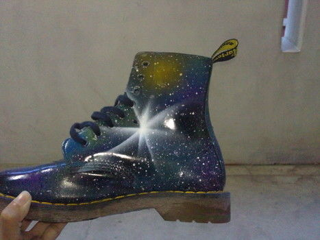 Coz galaxy stuff are too awesome .  Free tutorial with pictures on how to paint a pair of patterned shoes in under 120 minutes by spraypainting with spray paint, shoes, and scotch tape. Inspired by galaxy print. How To posted by Hikari Y. Difficulty: Simple. Cost: Cheap. Steps: 3