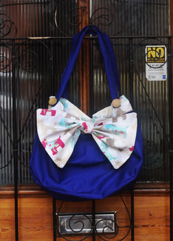 .  Sew a bow bag in under 180 minutes by sewing Inspired by people, clothes & accessories, and anthropologie. Version posted by Laura G. Difficulty: 3/5. Cost: Cheap.