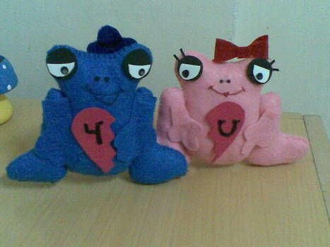 2 sweet frogs ^^ .  Make a reptile plushie in under 90 minutes by embroidering and sewing with scissors, felt, and glue. Inspired by creatures, kawaii, and frogs. Creation posted by Little Bird. Difficulty: 3/5. Cost: Absolutley free.