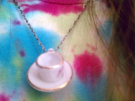 .  Make a toy necklace in under 15 minutes by jewelrymaking Inspired by clothes & accessories. Version posted by Lau5ren. Difficulty: Easy. Cost: No cost.