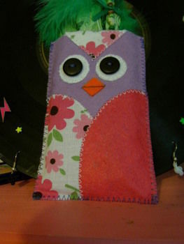 .  Sew a fabric animal pouch in under 60 minutes by sewing with felt and buttons. Inspired by kawaii and owls. Creation posted by Claire J. Difficulty: Easy. Cost: Absolutley free.