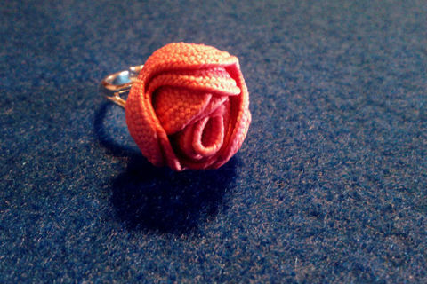 .  Make a ribbon ring in under 10 minutes by jewelrymaking and sewing Inspired by valentine's day, vintage & retro, and kawaii. Version posted by ErsatzEpiphany. Difficulty: Simple. Cost: No cost.