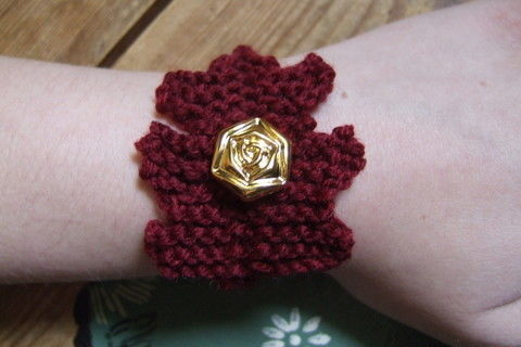Leafy goodness! .  Stitch a knit or crochet bracelet in under 60 minutes by knitting with buttons, wool, and double pointed knitting needles. Inspired by vintage & retro and flowers. Creation posted by Nina.S. Difficulty: Easy. Cost: Cheap.
