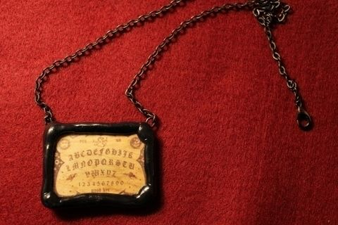 .  Make ouija board necklace in under 80 minutes by jewelrymaking Inspired by halloween, gothic, and vintage & retro. Version posted by Arianna R. Difficulty: Simple. Cost: Cheap.
