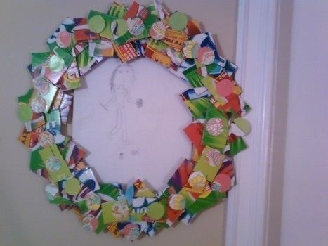 A festive wreath or picture frame. .  Make a paper wreath by papercrafting with glue, cardboard, and embroidery hoop. Creation posted by Leah O. Difficulty: Easy. Cost: Absolutley free.