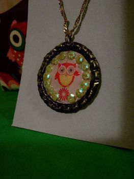 O .  Make a bottle cap pendant in under 40 minutes using chain and bottle caps. Inspired by owls. Creation posted by Claire J. Difficulty: Easy. Cost: No cost.