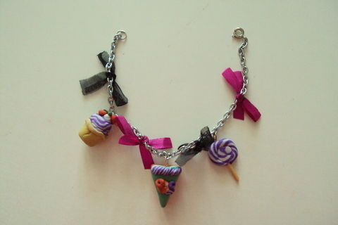 Chain bracelet decorated with cupcakes and cake slices, framed with cute little bows. .  Sculpt a clay food bracelet in under 120 minutes using ribbon, jump rings, and clasps. Creation posted by Juliet J. Difficulty: Simple. Cost: No cost.