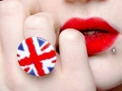 Old pins are so easy to re-use.. .  Make a button ring in under 5 minutes using felt, hot glue gun, and ring base. Inspired by clothes & accessories and union jack. Creation posted by Anna H. Difficulty: Easy. Cost: Absolutley free.