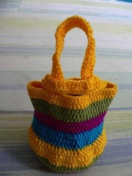 :( .  Free tutorial with pictures on how to make a knit or crochet tote in under 60 minutes by crocheting with yarn and crochet hook. How To posted by Fariha. Difficulty: Easy. Cost: Absolutley free. Steps: 1