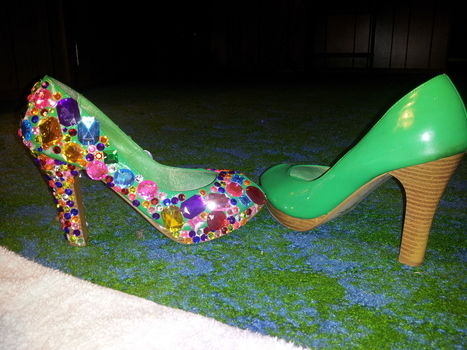 Jewel HeelZ .  Embellish a pair of bejewelled shoes by constructing with shoes, patience, and jewel. Creation posted by Sade'. Difficulty: Simple. Cost: Cheap.