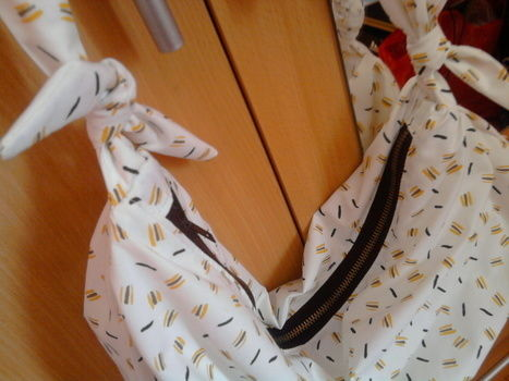 Summer bag from vintage fabric .  Make a sling bag in under 180 minutes by sewing with fabric, thread, and sewing machine. Inspired by vintage & retro and clothes & accessories. Creation posted by aneniine. Difficulty: Easy. Cost: No cost.