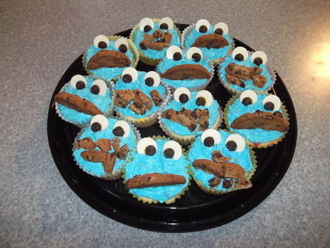 Nom nom nom! .  Decorate a character cake in under 120 minutes by cooking, baking, decorating food, and cake decorating with icing, chocolate chips, and cupcake. Inspired by sesame street, monsters, and cookie monster. Creation posted by Ruthy Girl. Difficulty: Simple. Cost: Cheap.