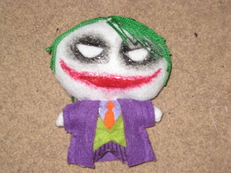The joker O.O .  Free tutorial with pictures on how to make a food plushie in under 60 minutes by needleworking, embroidering, and sewing with felt, needle, and embroidery thread. Inspired by batman, domo kun, and domo kun. How To posted by Nomycookie^^. Difficulty: 3/5. Cost: Cheap. Steps: 7