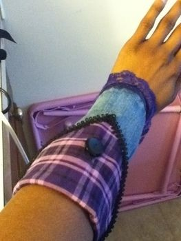 .  Make a cuff in under 30 minutes Version posted by Kalicia K. Difficulty: Easy. Cost: Absolutley free.