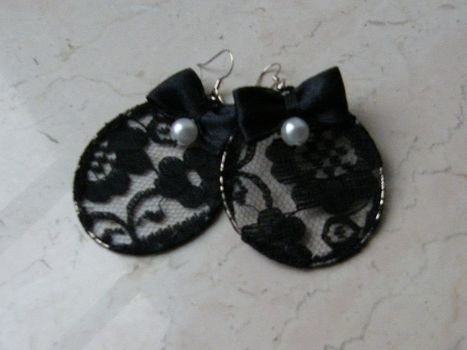 .  Make a pair of lace earrings in under 30 minutes by decorating, embellishing, jewelrymaking, and sewing Inspired by halloween, gothic, and vintage & retro. Version posted by Anna H. Difficulty: Simple. Cost: Absolutley free.