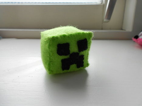 SssssssSSsss .  Make a shape plushie in under 90 minutes by sewing with felt and felt. Inspired by monsters, cubes, and minecraft. Creation posted by Ulebeam . Difficulty: Simple. Cost: No cost.