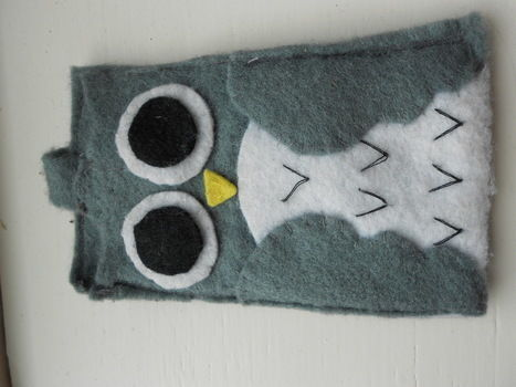 A cute owly case .  Sew a fabric animal pouch in under 180 minutes by sewing with felt. Inspired by owls. Creation posted by Ulebeam . Difficulty: 3/5. Cost: Cheap.