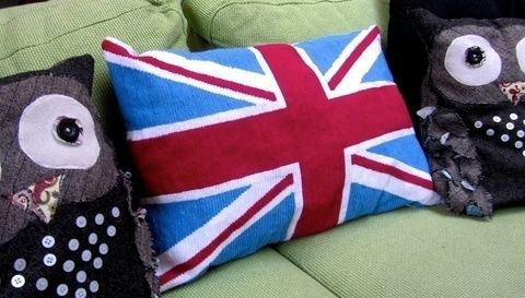 Stitch a cushion fit the Queen! .  Free tutorial with pictures on how to make a stitched cushion in 16 steps by needleworking with fabric, yarn, and sewing machine. Inspired by british and union jack. How To posted by Cat Morley. Difficulty: 3/5. Cost: Cheap.