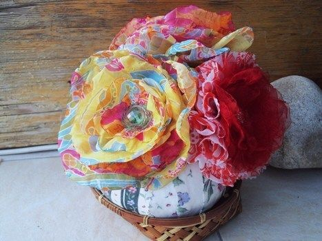 Fabric brooches .  Sew a fabric flower brooches in under 180 minutes by embellishing with fabric, felt, and buttons. Inspired by clothes & accessories. Creation posted by Rozantia P. Difficulty: Easy. Cost: Cheap.