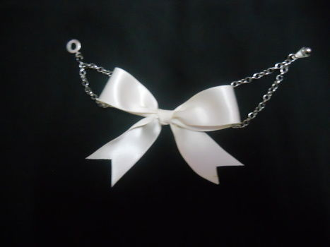 .  Make a bow bracelet in under 20 minutes by jewelrymaking Inspired by clothes & accessories and bows. Version posted by Grace O. Difficulty: Easy. Cost: Absolutley free.