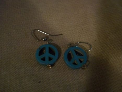 Peace out peeps! .  Make a pair of pendant earrings in under 5 minutes by beading, jewelrymaking, and jewelrymaking with beads. Inspired by clothes & accessories, peace signs, and peace signs. Creation posted by Ashley P. Difficulty: Easy. Cost: Absolutley free.