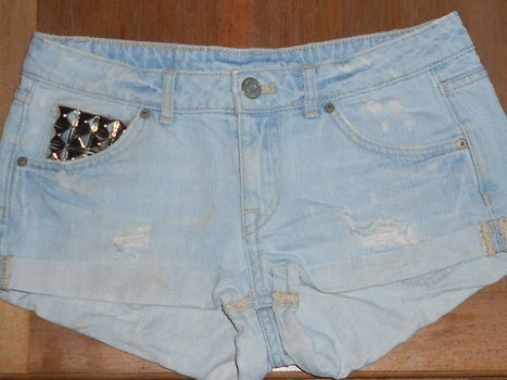 .  Make shorts in under 60 minutes by decorating, embellishing, studding, metalworking, and studding Inspired by vintage & retro and clothes & accessories. Version posted by sophie_. Difficulty: 3/5. Cost: 3/5.