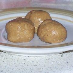 4 Ingredient No Bake Peanut Butter Balls