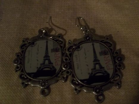 Ooh la la! .  Make a pair of photo earrings in under 5 minutes by jewelrymaking with earring hooks and pendant. Inspired by clothes & accessories and paris. Creation posted by Ashley P. Difficulty: Easy. Cost: Absolutley free.