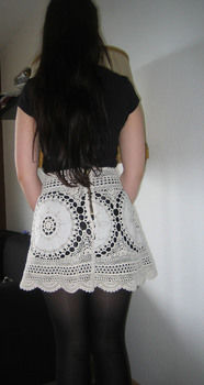 I´m getting fashionable.. .  Free tutorial with pictures on how to recycle a table cloth into a skirt in under 60 minutes by dressmaking with zipper, lining fabric, and table cloth. Inspired by clothes & accessories. How To posted by So. Difficulty: Simple. Cost: Absolutley free. Steps: 6