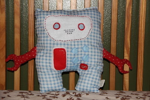 .  Make a food plushie by needleworking, embroidering, and sewing Inspired by domo kun, domo kun, and domo kun. Version posted by Karina C. Difficulty: 3/5. Cost: Cheap.