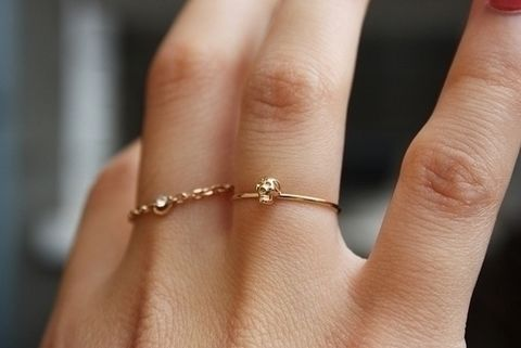 A girly and simple ring .  Free tutorial with pictures on how to make a chain ring in under 5 minutes using chain, jewlery pliers, and jump ring. Inspired by clothes & accessories. How To posted by dewinthegrass. Difficulty: Simple. Cost: Absolutley free. Steps: 4