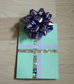 How to wrap a present, without really wrapping a present? Hmm.. .  Free tutorial with pictures on how to embellish a bow card in under 15 minutes by papercrafting and cardmaking with scissors, glue, and picture. Inspired by people. How To posted by Sunny. Difficulty: Easy. Cost: No cost. Steps: 5