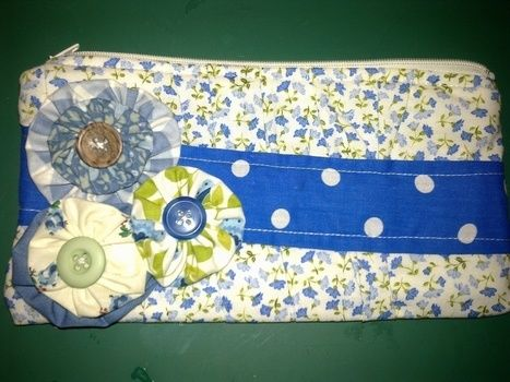 .  Sew a patchwork clutch by sewing Inspired by flowers and clothes & accessories. Version posted by Libby W. Difficulty: 3/5. Cost: Cheap.