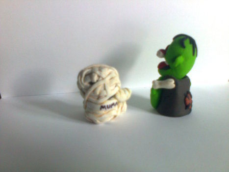 See what I did there? .  Sculpt a clay zombie in under 120 minutes by molding with polymer clay. Inspired by halloween, zombies, and monsters. Creation posted by Minimax. Difficulty: 3/5. Cost: Absolutley free.