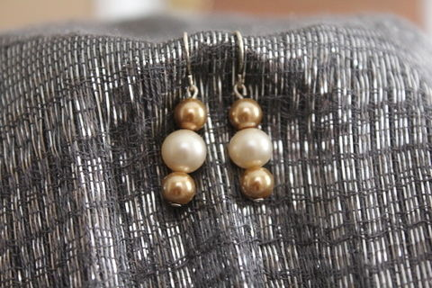 Simple Easy Elegant Pearl Earrings .  Make a pair of pearl earrings in under 10 minutes by beading and jewelrymaking with earring hooks, glass pearl beads, and head pins. Creation posted by SassyGinger+One. Difficulty: Simple. Cost: Absolutley free.